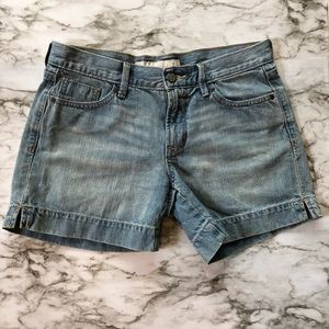 Old navy - Light Wash Mid-Rise Mom Jean Shorts - 4